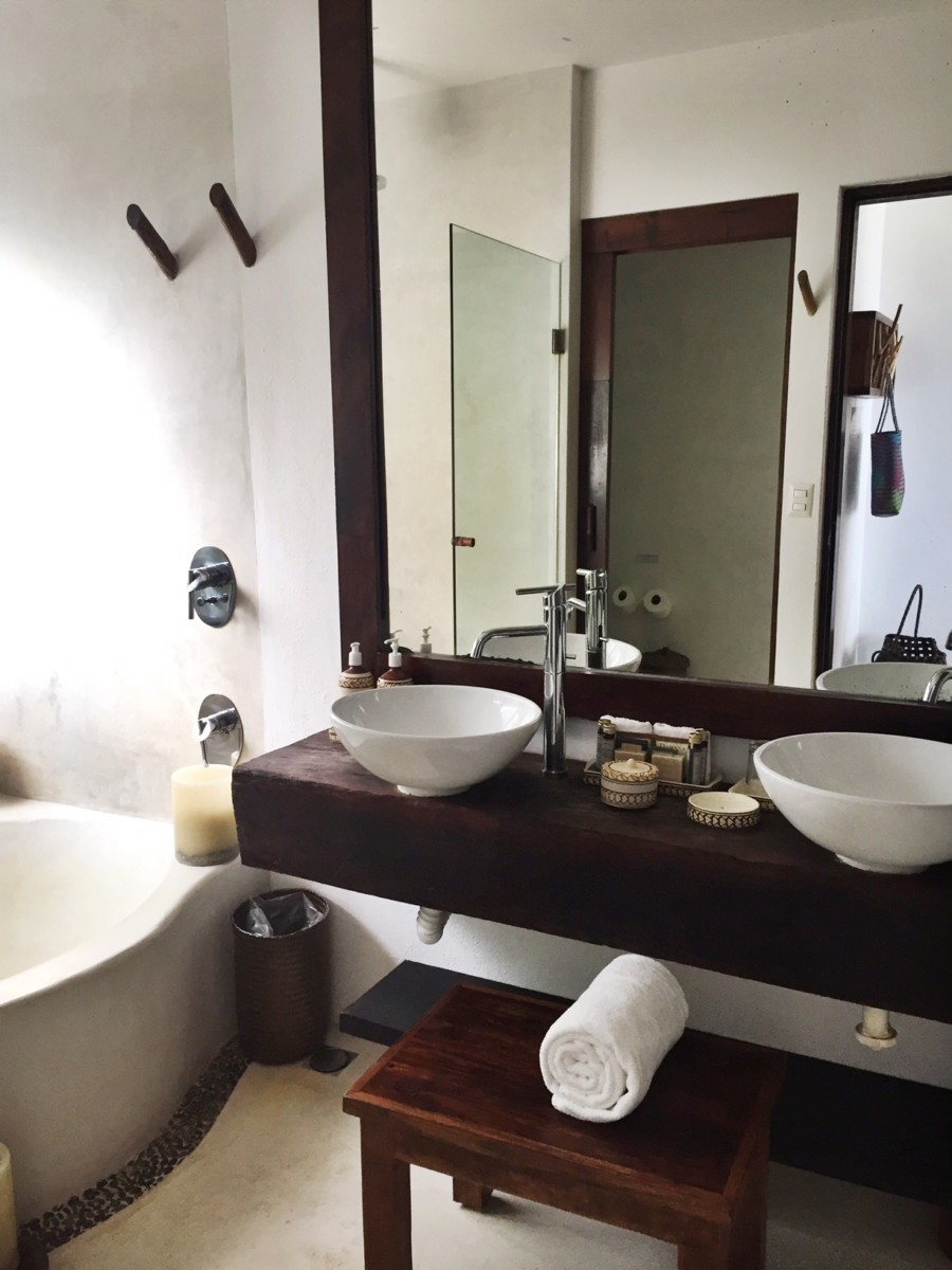 bathroom-in-the-beach-hotel