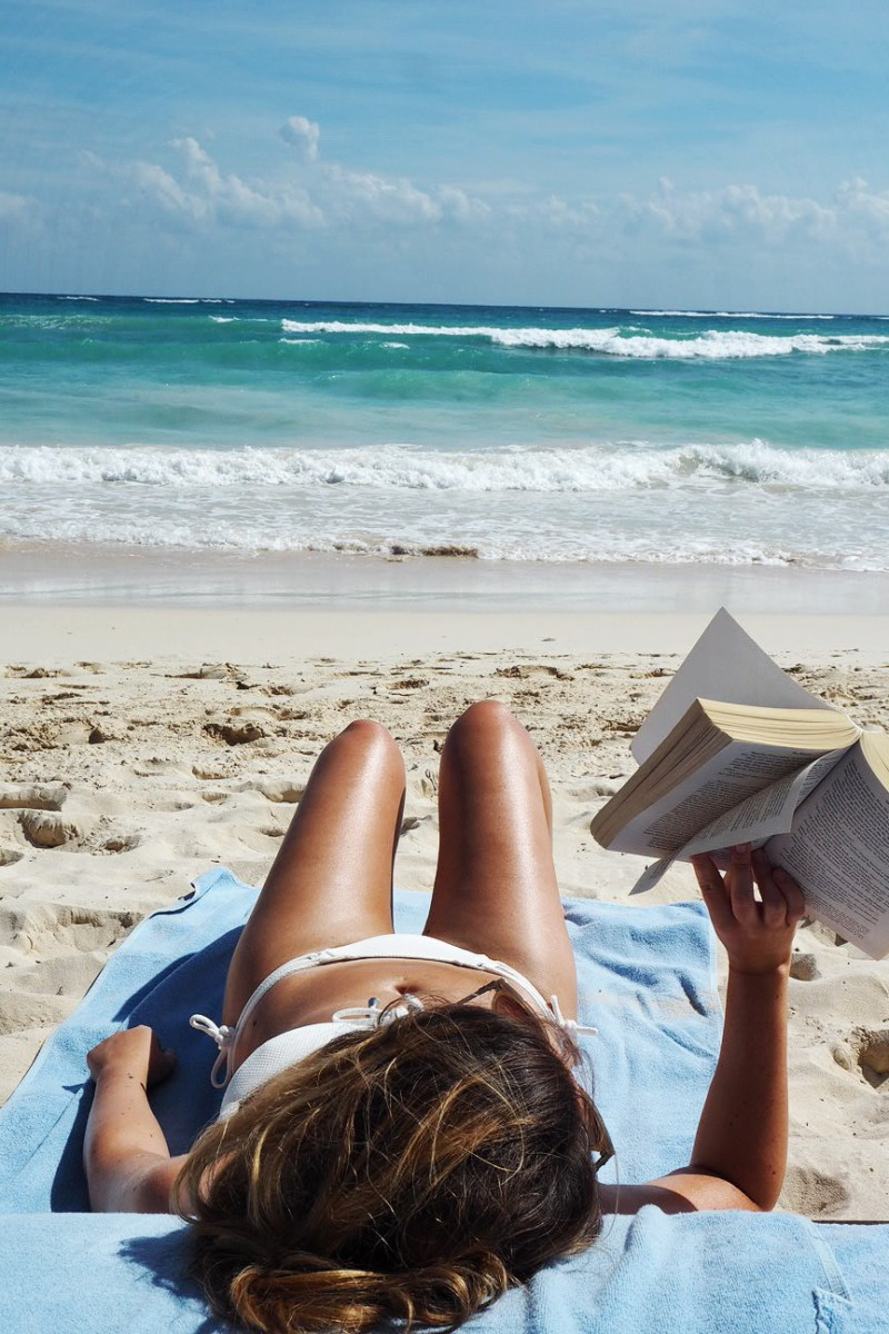 beach-reading-tulum